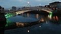 Ha'penny Bridge & River Liffey, Dublin (507188) (32773411991).jpg