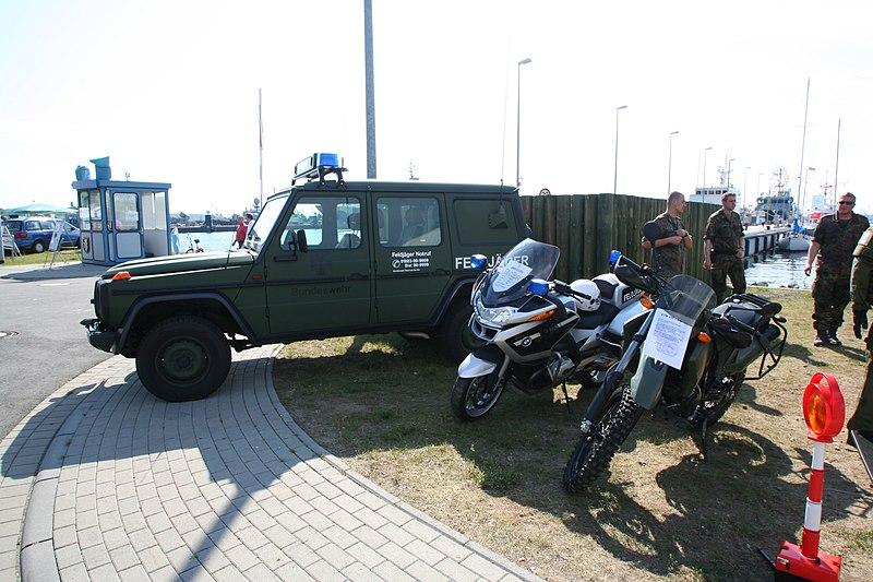 File:Hanse Sail 2009 - Rostock Warnemünde - Feldjäger Motorräder Wolf Soldaten.jpg