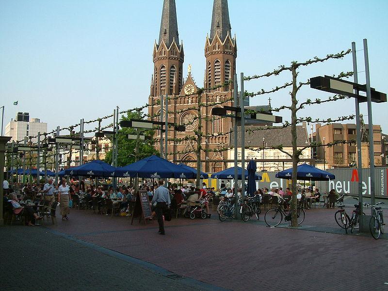 File:Heuvel Tilburg 11 mei 06 011.jpg