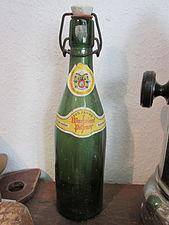 Historische Warsteiner-Flasche Heimatmuseum Niederense.jpg