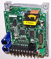 Rangkaian analog pembangkit frekuensi dari Hitachi J100