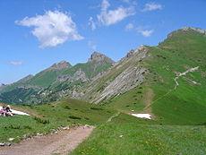 Widok na Szalony Wierch, Płaczliwą Skałę i Hawrań z Przełęczy pod Kopą
