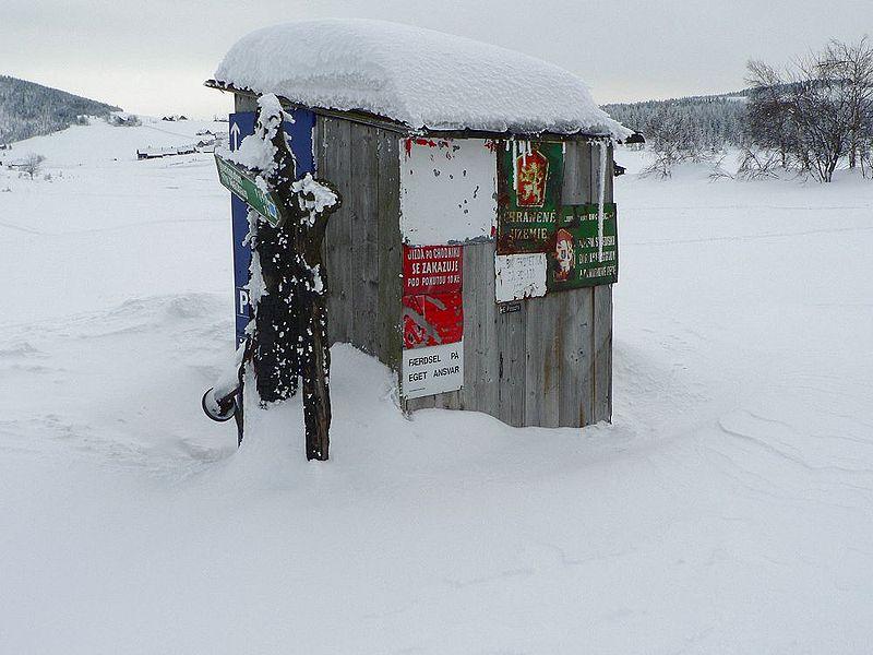 File:Hnojovy dum toilet.JPG