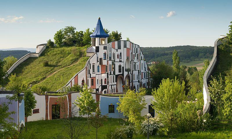 File:Hotel Therme Rogner Bad Blumau Kunsthaus.jpg