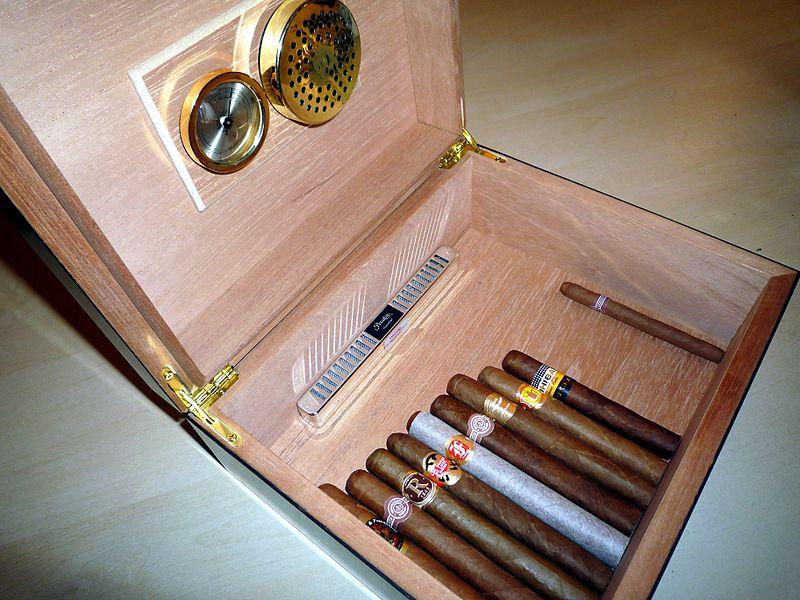 pudełko na cygara z higrometrem do pomiaru wilgotności