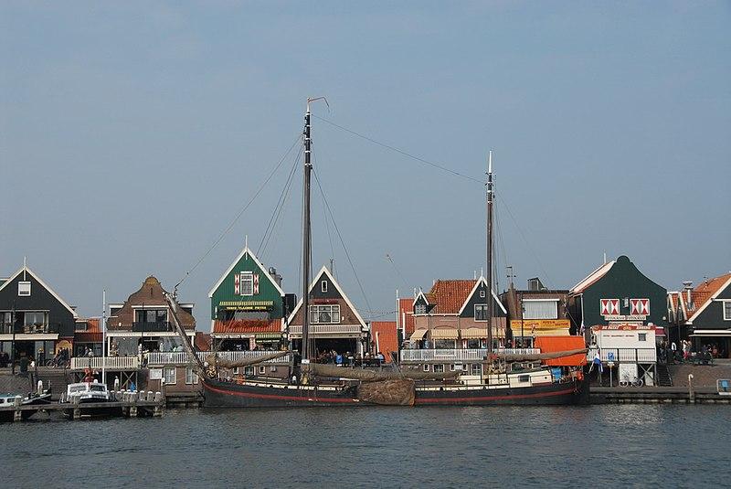 http://upload.wikimedia.org/wikipedia/commons/thumb/3/32/IJsselmeer_Volendam.jpeg/800px-IJsselmeer_Volendam.jpeg