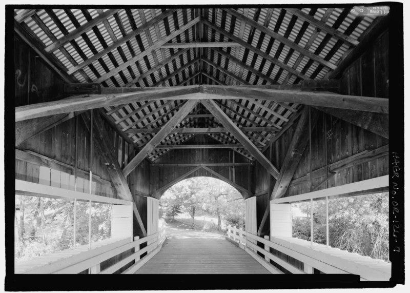 File:INTERIOR, FRAMING AT CENTER OF BRIDGE, FACING NORTHEAST - Neal Lane Bridge, Spanning South Myrtle Creek, Neal Lane (CR 124), Myrtle Creek, Douglas County, OR HAER OR-126-7.tif