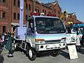 ISUZU ELF, 5th Gen, MLIT, Kanto Regional Development Bureau, Movable Lighting vehicle, Front Perspective View.jpg