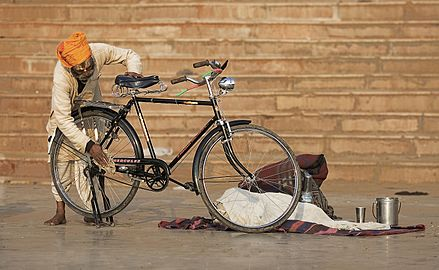 India - Varanasi bike cleaning - 1382.jpg