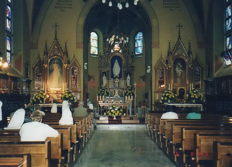 File:Inside St. Joseph's chapel in Krakow-Łagiewniki-01.jpg