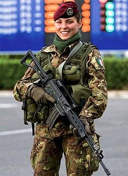 6c03020d33 A female soldier of the Italian Folgore Brigade.