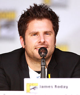 James Roday, en 2013 lors du Comic Con de San Diego, interprétant Shawn Spencer