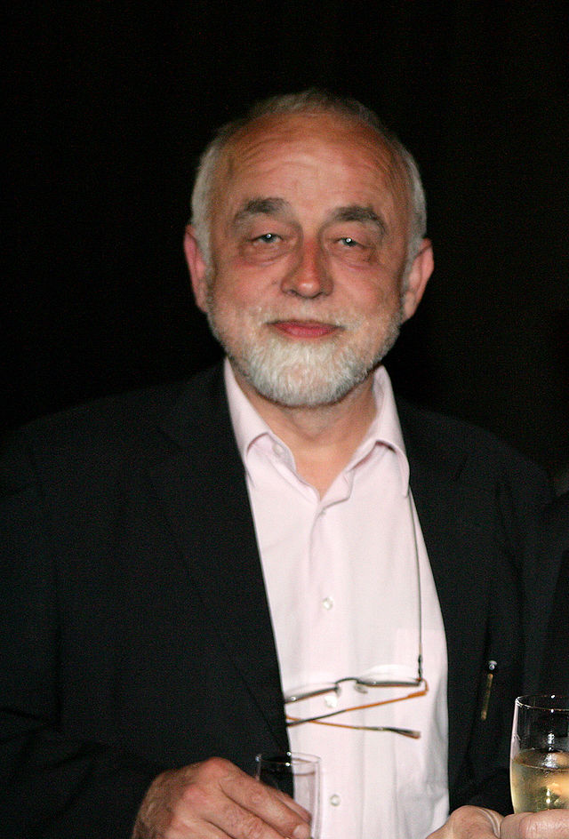 http://upload.wikimedia.org/wikipedia/commons/thumb/3/32/Jan_Peumans.jpg/640px-Jan_Peumans.jpg