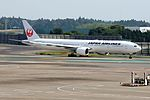 Japan Airlines, Boeing 777-346ER, JA736J (20163916051).jpg