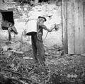 Jožef iz Vedrijana, z novo makinjo za (štrofanje) motanje vidrjola 1953.jpg