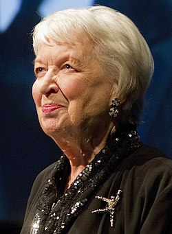 June Whitfield vuonna 2013.