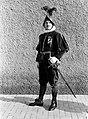 Kapitein Umberto Aebischa poseert in klein gala, Bestanddeelnr 191-1265.jpg