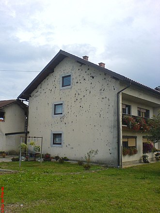 Serbia in the Yugoslav Wars - Shelling of Karlovac, a town situated directly at the front during the war