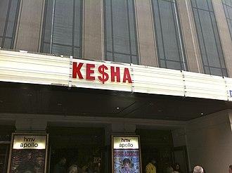 Get Sleazy Tour - Image: Ke$ha en el Hammersmith Apollo de Londres