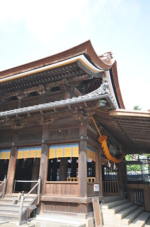 Kibitsu-zukuri - The haiden. The main entrance is on the left.