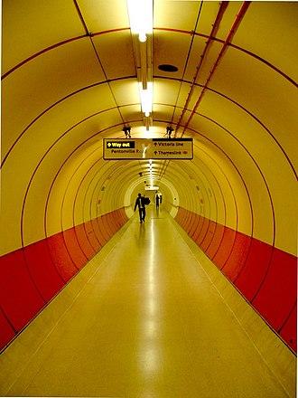 King's Cross Thameslink railway station - Image: Kings cross tunnel