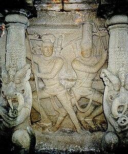 காஞ்சிபுரம் சிவவேடன் - அருச்சுனன் மோதல் சிற்பம்