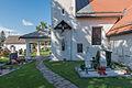 Klagenfurt Hoertendorf Pfarrkirche hl Jakobus major Vorhalle und Kruzifix 21092015 7649.jpg