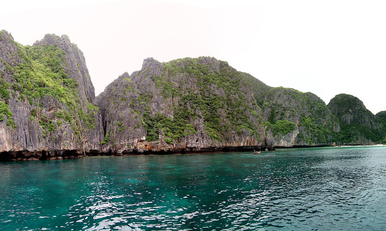 Ko Phi Phi high panorama (5452431613).jpg
