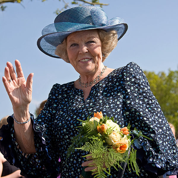 File:Koningin Beatrix in Vries.jpg