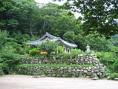 Korea-Gyeongju-Seokguram grotto-Outside view-01.jpg