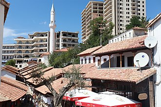 Krujë - The old bazaar and the mosque of Krujë
