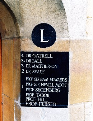 Alan Fersht - Scientists sharing L1 in Caius Court, Gonville and Caius College, Cambridge, taken in 1994 (Nevill Mott, Samuel Frederick Edwards,David Tabor, David Shoenberg, Rodney Hill and Alan Roy Fersht.