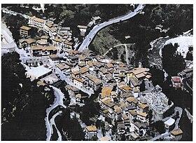 Vue aérienne de Lantosque,en haut à droite: la Vésubie