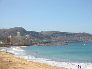 Plaża Las Canteras. W tle Audytorium Alfredo Kraus