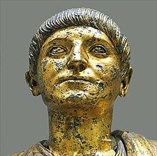e43ac50144344 Cidadão de Emona, estátua em bronze do século II. O direito romano  aplicava-se apenas aos cidadãos. Para aqueles que não possuíam cidadania, a  administração ...