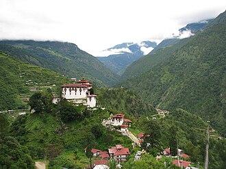 Lhuntse Dzong - Image: Lhuentse Dzong