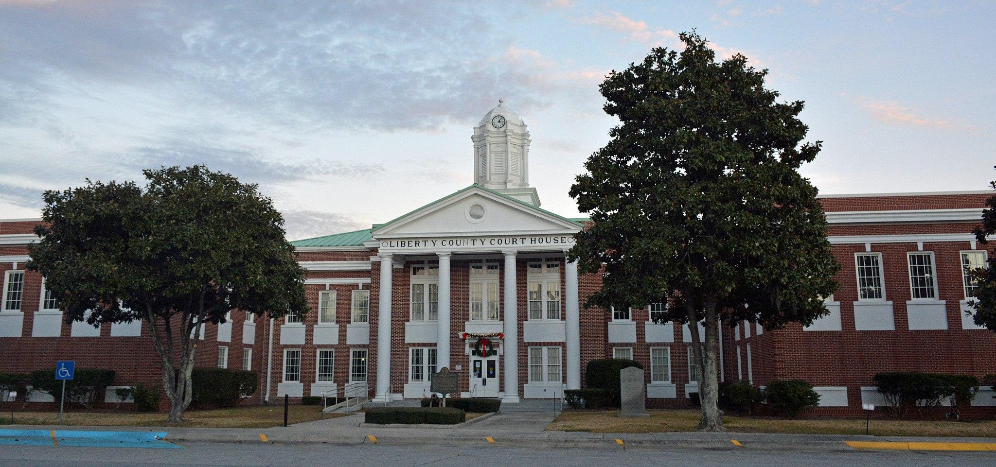 Liberty County Courthouse, back - Hinesville GA USA