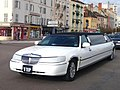 Lincoln Town Car Stretch limo (45100834925).jpg