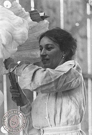 Lola Mora - Mora working at her studio in 1903