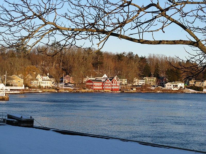 File:Lowell's Boat Shop, Amesbury MA.jpg