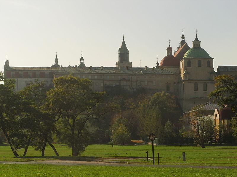 File:Lublin Teatr Andersena kościół Dominikanów.jpg