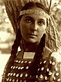 Lucille, Dakota Sioux, by Edward S. Curtis, 1907.jpg