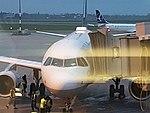 Lufthansa A319 in Warschau.jpg