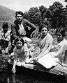 Luis Seoane con Maruja e as súas irmás no Val de Barcia en 1929.jpg