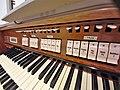 München-Harlaching, Klinikum Schuster-Orgel (Spieltisch) (8).jpg