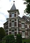 foto van Dubbele villa in eclectische stijl. Het pand Sint Lambertuslaan 3 werd gebouwd als kantoorwoning voor notaris N.J. Jesse.