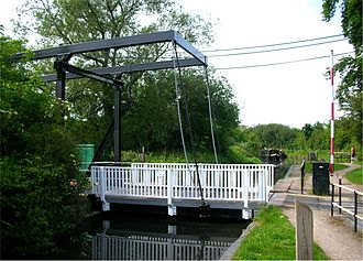 Stratford-upon-Avon Canal - Shirley drawbridge (bridge No. 8) at Majors Green on the northern branch