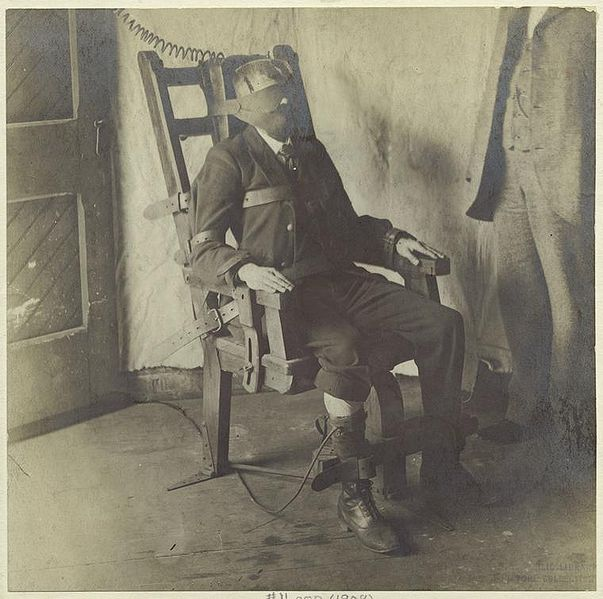 File:Man in electric chair.jpg