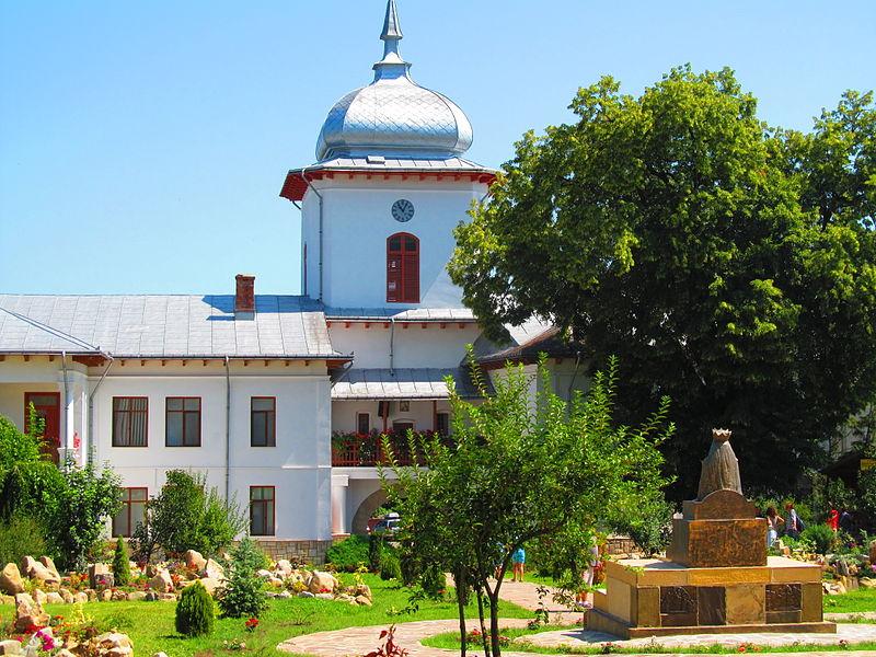 File:Manastirea Agapia - sat Agapia 07.JPG