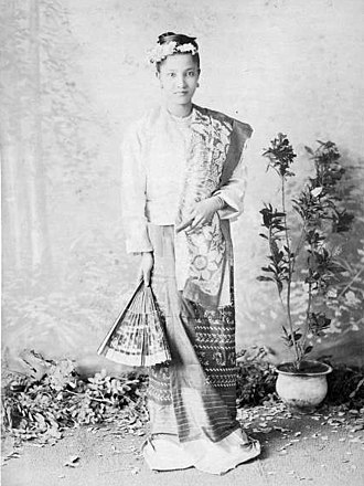 Burmese clothing - A Mandalay woman dressed in a trailing htamein.